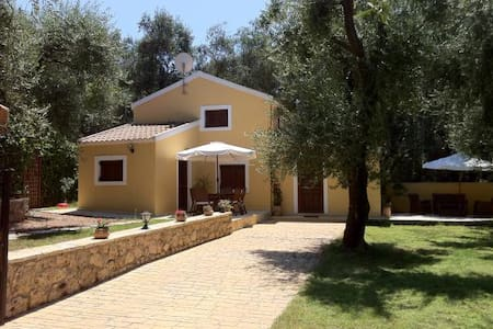 Relax surrounded by olive groves - Skala - Paramonas - Haus
