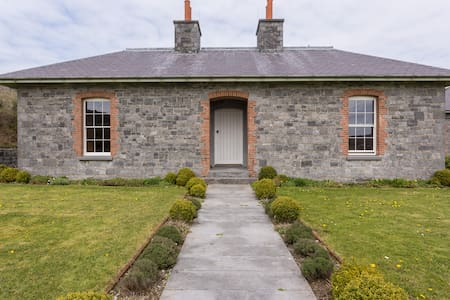 Secluded Burren Lodge Sleeps 10(+) - Carran
