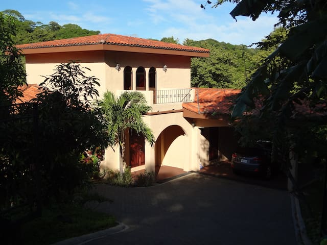 Spacious 3 bedroom In Playa Panama