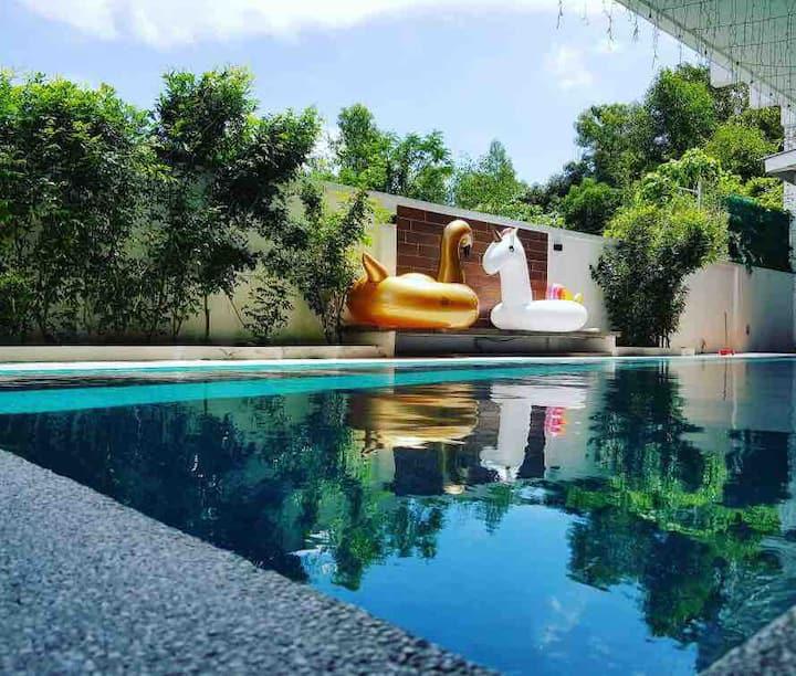 Secret Garden Event Party Pool- dmg retreat- 2 Flr