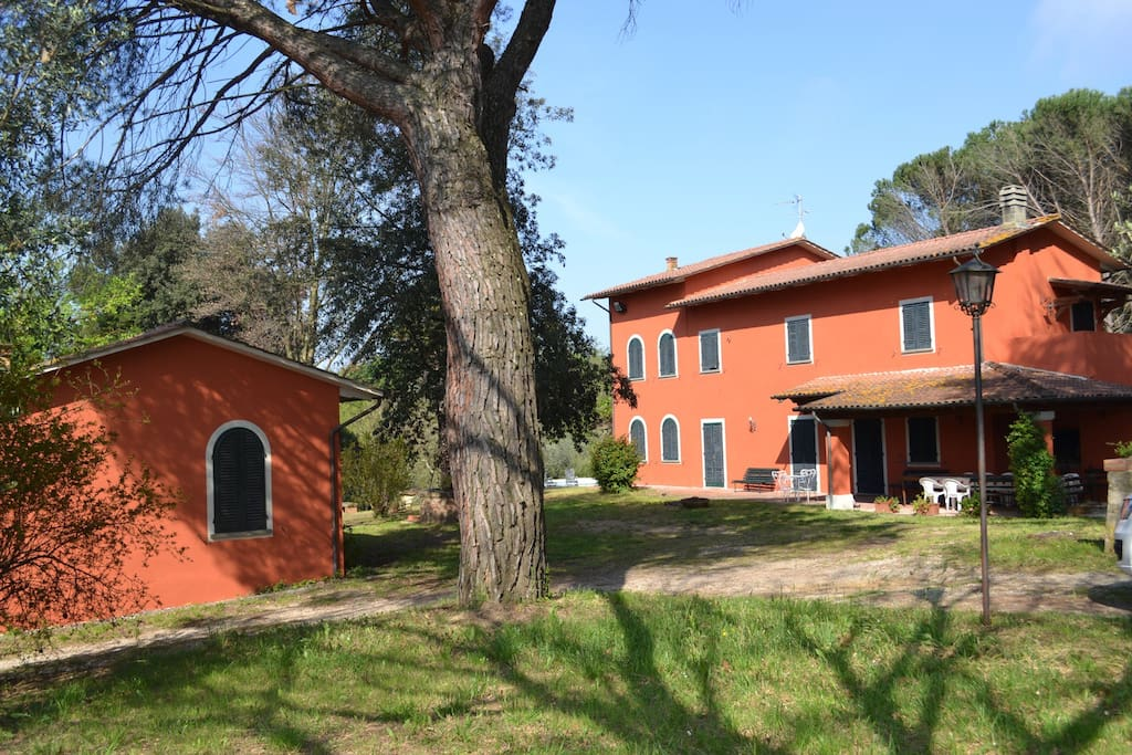Wonderful tuscan villa for families houses for rent in for Rent a home in italy