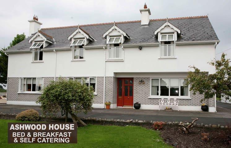 Ashwood House Mace Corrandulla Co.Galway - Galway - Bed & Breakfast