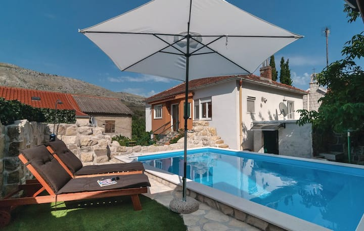 Holiday house with heated hydromassage pool
