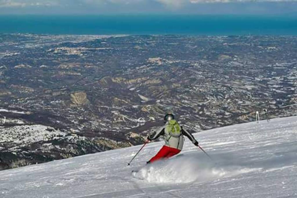 Siamo ad un passo dalle piste da sci di Passo Lanciano e Maielletta nel Parco Nazionale Majella