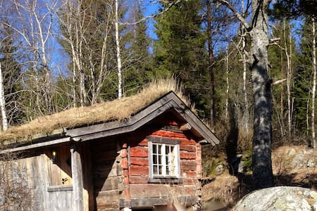 An old log cabin at a small place. - Enebakk