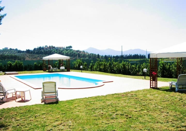 2 indipendent apartments & pool, 10 min sea