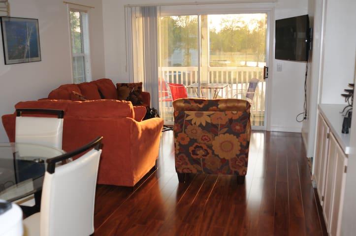 2 BR 2 BA golf/lake view condo  - Myrtle Beach - Apartment