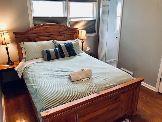 Private bedroom/bath close to IHOPKC