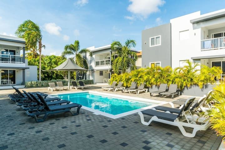 Beluga Apartments Curacao | 4P Luxury |Patio #1