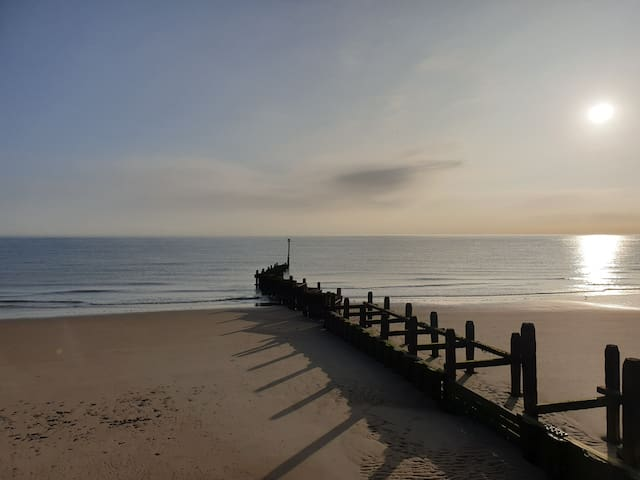 Away from it all, 3 Room Suite, Walk to Fab Beach!