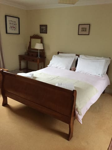 The Blue House, King size en-suite - Watton