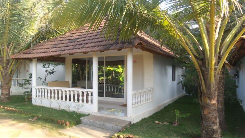Коттедж у пляжа Морджим (1 спальня) - Morjim - บ้าน