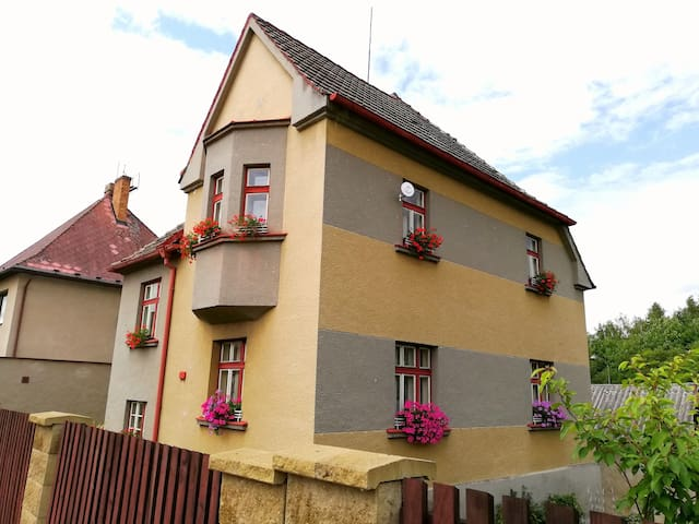 Villa Oliva/entire house/FREE PARKING
