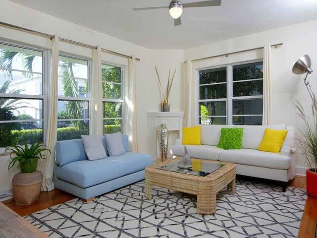 5 StarArt Deco Condo*Lg. 1 BD* Walk to Beach! - Miami Beach - Apto. en complejo residencial