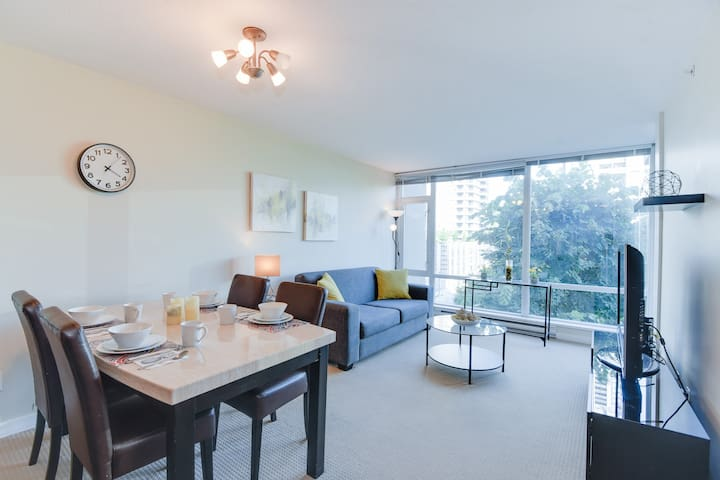 BRIGHT 1BR Apt Coquitlam Center/ Parking!