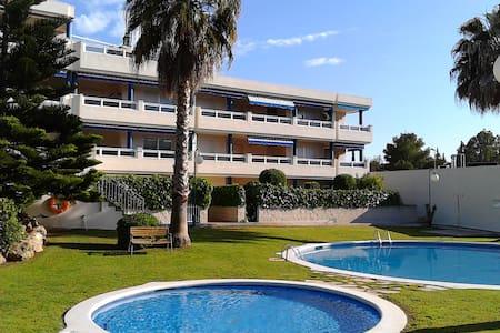 Gran terraza, jardín, piscina, playa, wifi Netflix