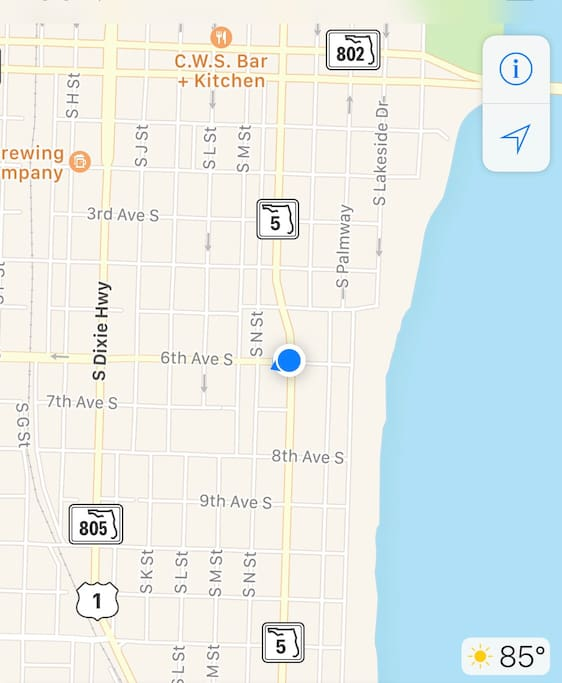 Walking distance to the intercoastal the beach and Lake Worth Ave. which is like where is downtown nightlife hotspot.