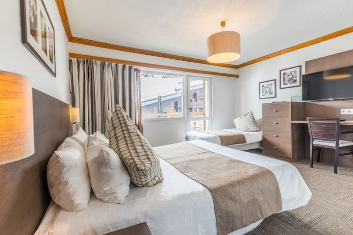 Get a good night's rest in the cozy bedroom, which has 3 Single beds (2 of which can be put together to form a Double bed).
