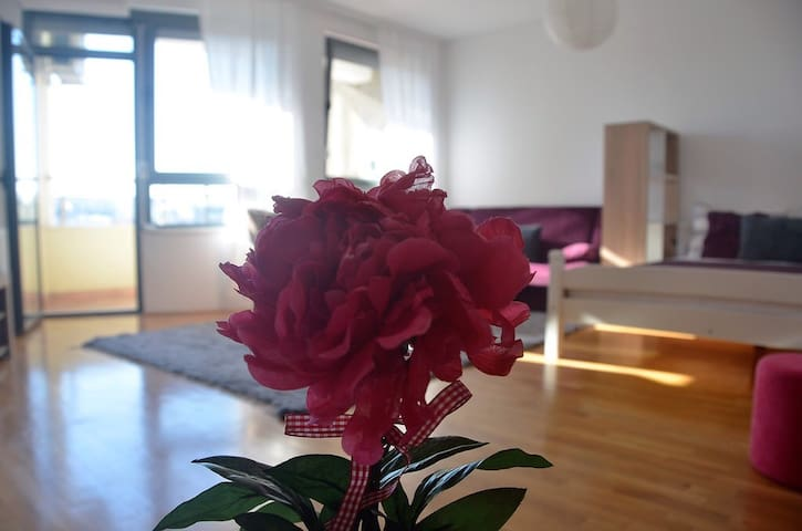 L&B City Center Studio Apartment - Prishtinë - Apartamento