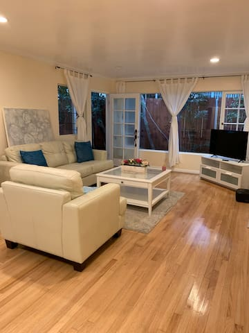 Large 3 bedroom apartment just off Montana