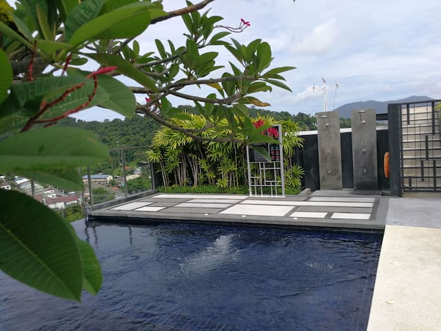 Luxury Apartment in Phuket Town roof infinity Pool