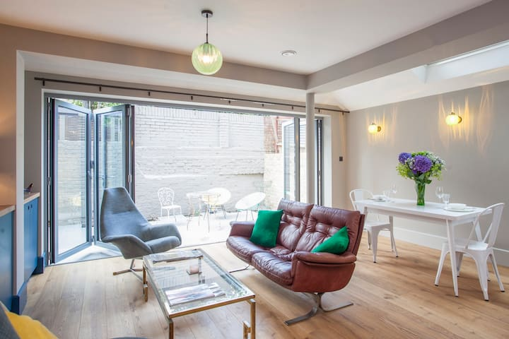 Brand new Fulham 2bed/2bath with garden