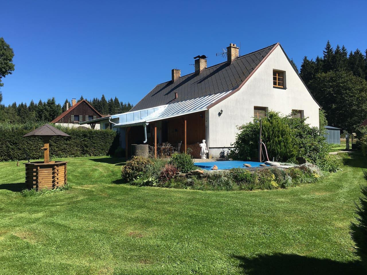 Dům s terasou a zahradou