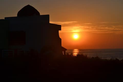 Gorgeous sunsets,steps to the ocean, close to PE