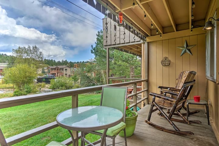 Estes Escape-Updated Condo, Walk to Downtown