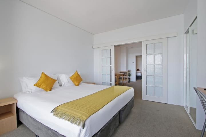 5 Star Hotel Styled 2 bedroom Service Apartment - Perth - Apartment