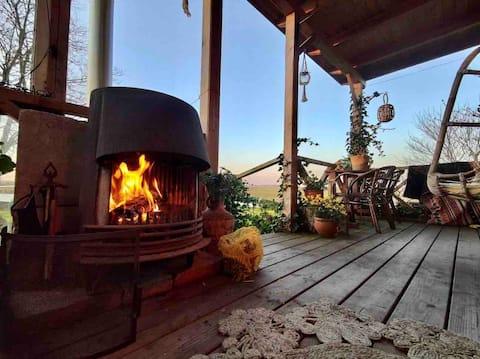 Cosy Corona-proof home with veranda - Unique view!