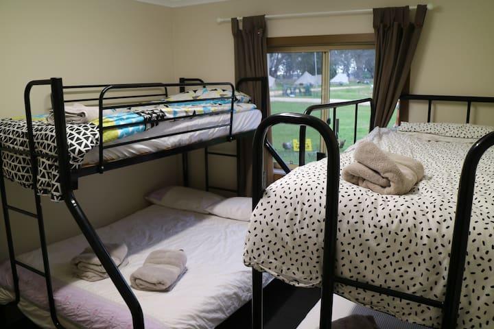 Quadruple suite (Cabin Room 3)