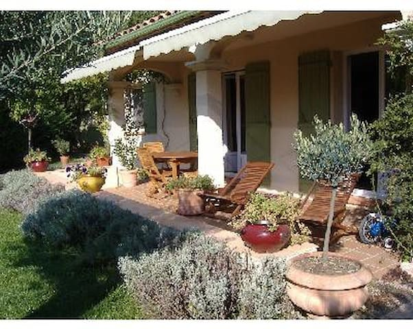 Charming House in Luberon - Pierrevert - Hus