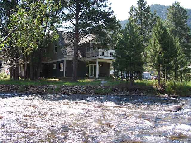Lux home, low rates, spa on site :) - Estes Park - House