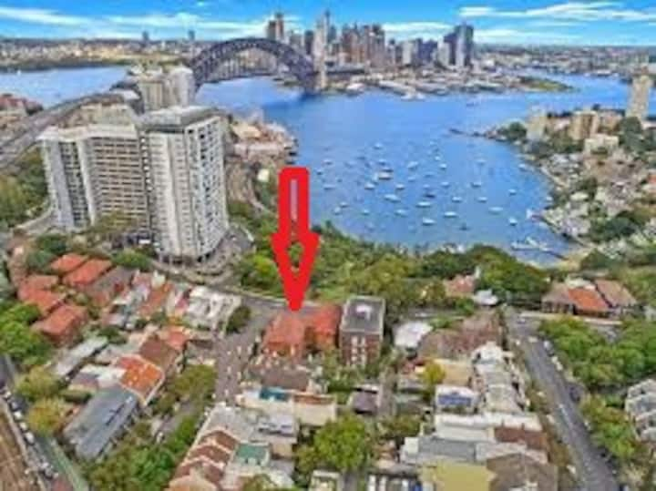 Private bedroom,apartment with Harbour Bridge view