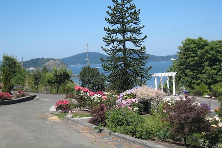 Adorable guest house with Parking - Anacortes