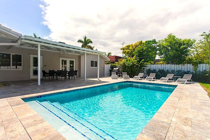 Luxury 5BR/3BA Home Minutes To Beach Heated Pool