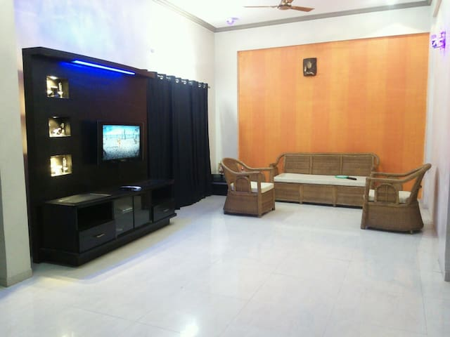 Stylish room in a bungalow - Pune - Dom