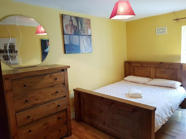 Superb located DBL Bedroom next to O'Connell St!