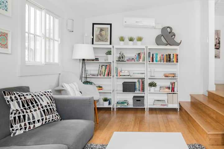 Chic & Upscale, Historic North End Apartment