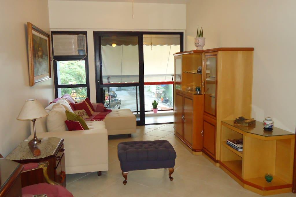 living room with balcony  / sala de estar com varanda