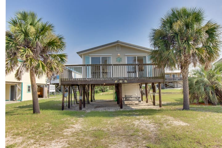 NEW LISTING! Condo w/cozy atmosphere & great location near dining, beaches