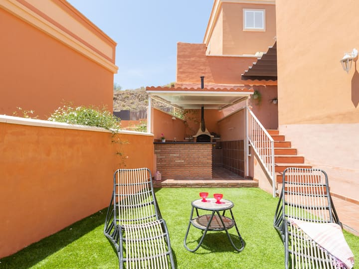 Nice house with terrace, barbecue and pool near the beach