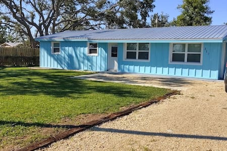 Pet Friendly Cottage -3 blocks from Beach (fenced)