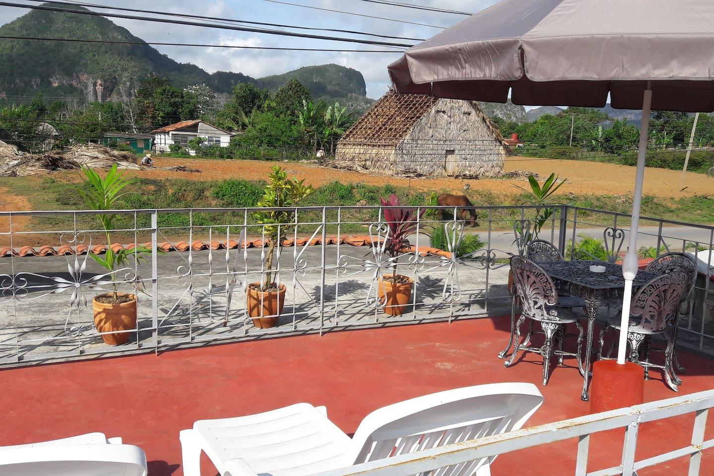 El Valle desde la terraza. Excelentes vistas a los mogotes desde la terraza solárium.