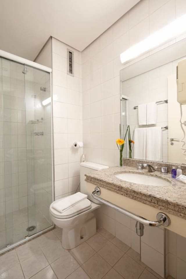 Detalhe do banheiro privativo do Flat