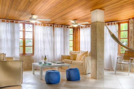 Villa Pregonda: steps to Playa Galeon, perfect location