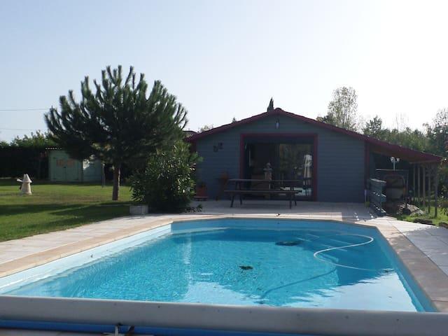 Chalet avec piscine dans le calme de la campagne