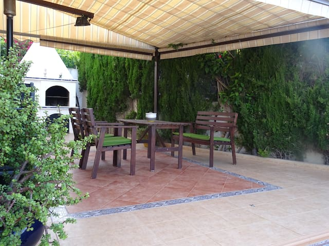 Beautiful Detached Villa with solarium and pool