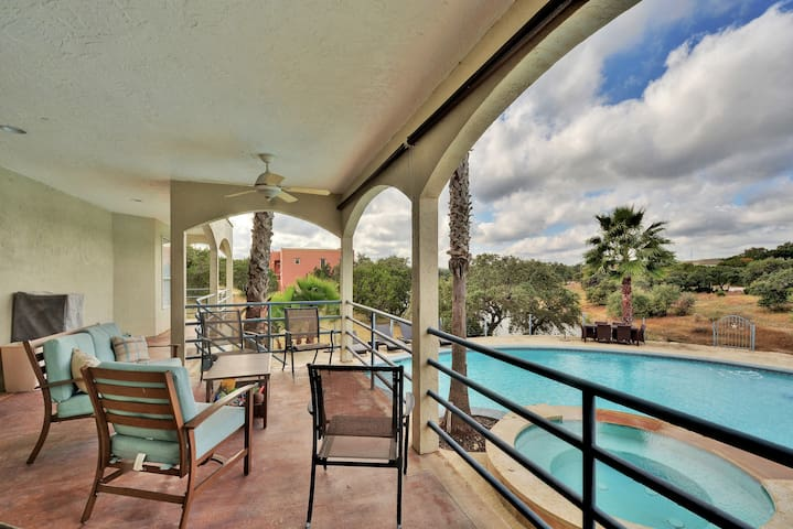 High-End Lago Vista Home w/ Pool - Lago Vista - Casa